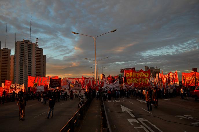 Sin la UTA Moyano se ata a los cortes trotskistas