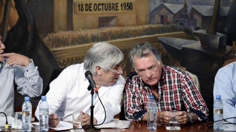 Moyano y Barrionuevo congelaron los paros