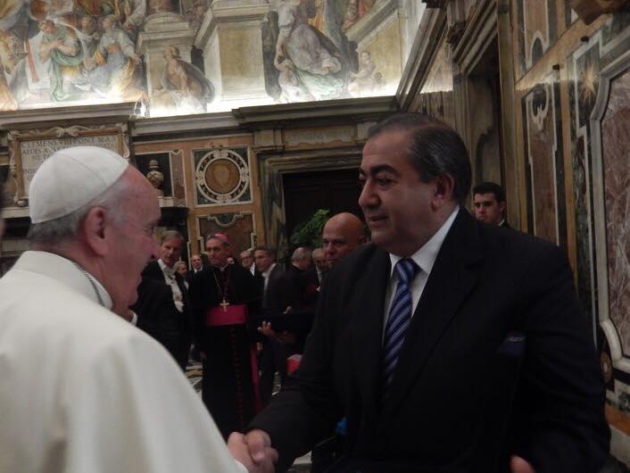 Daer consiguió su foto con el Papa