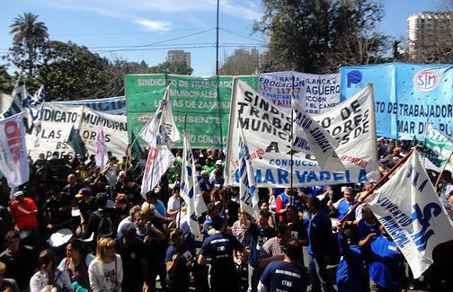 Municipales marchan a la legislatura bonaerense