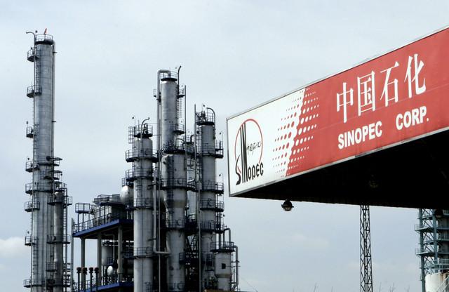 Denuncian 100 despidos entre los petroleros