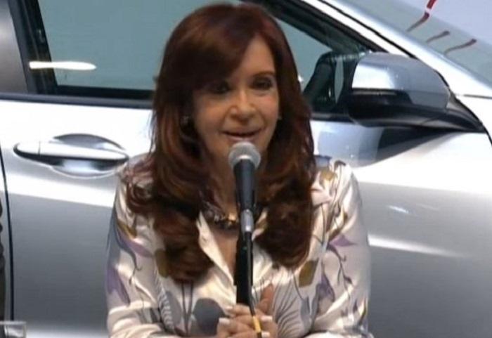CFK pidió inversiones sin bajar salarios