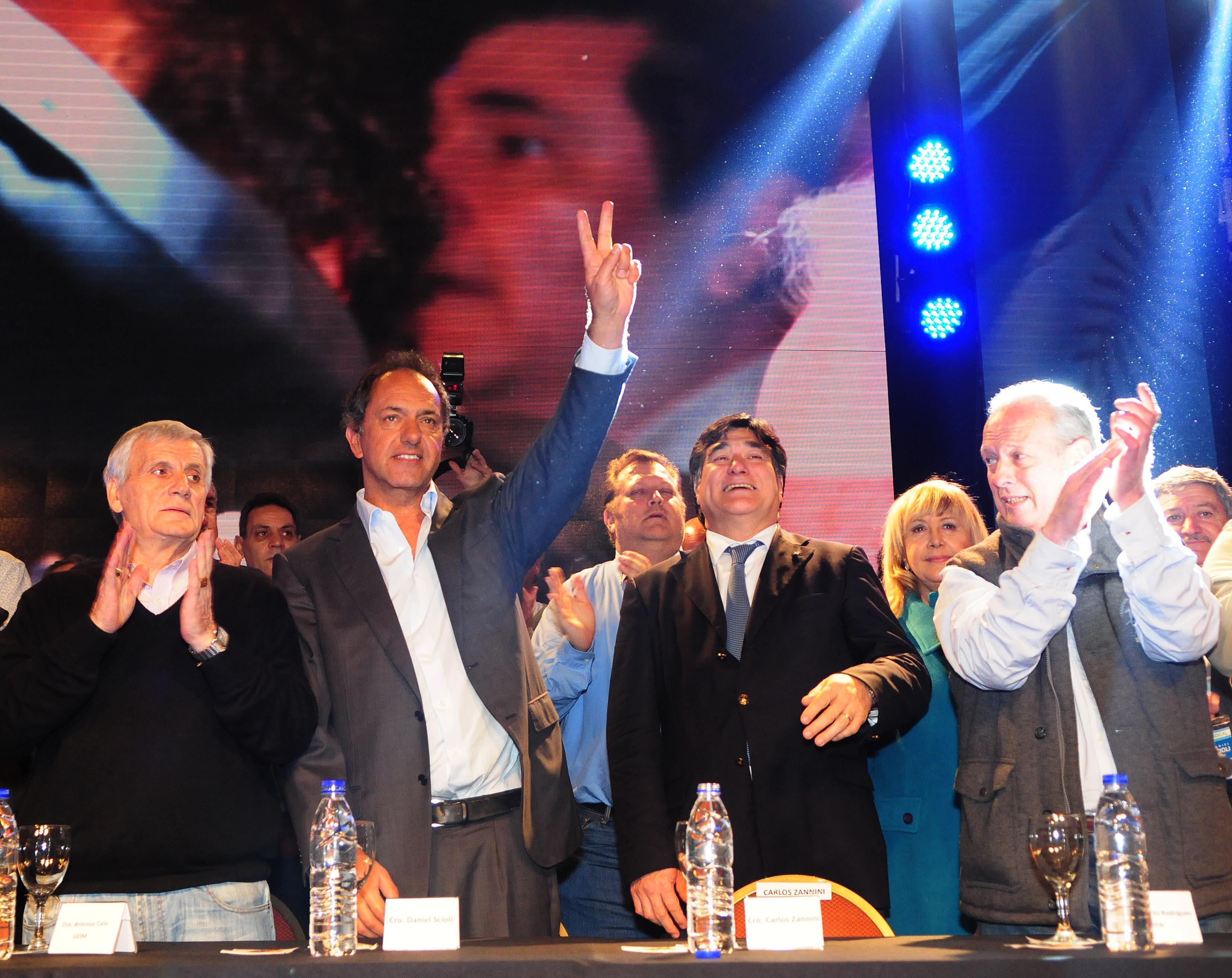 Más de cien gremios apoyaron a Scioli