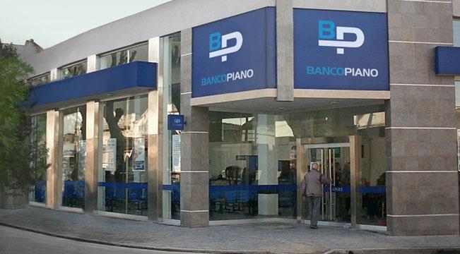 Protesta de bancarios en la puerta de Banco Piano