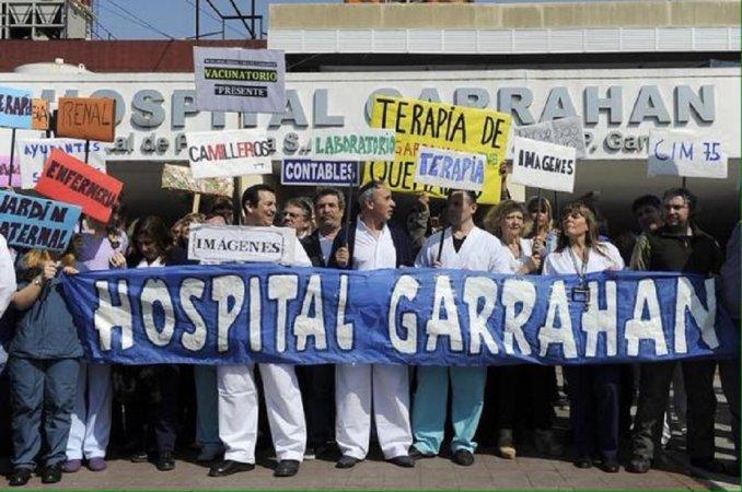 Abrazo al Garrahan para celebrar la transferencia de fondos