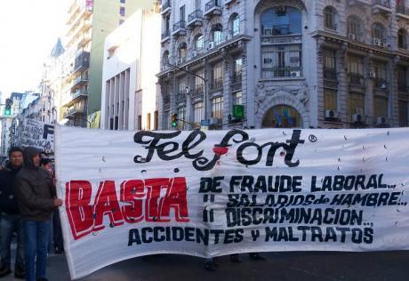 Felfort acató la orden judicial y reincorporó a la activista despedida