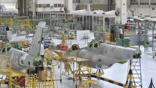 1700 suspensiones en la fábrica de aviones FADEA