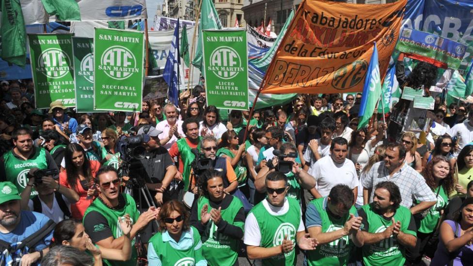 Obligada por la justicia, Vidal reabre las paritaria con los estatales