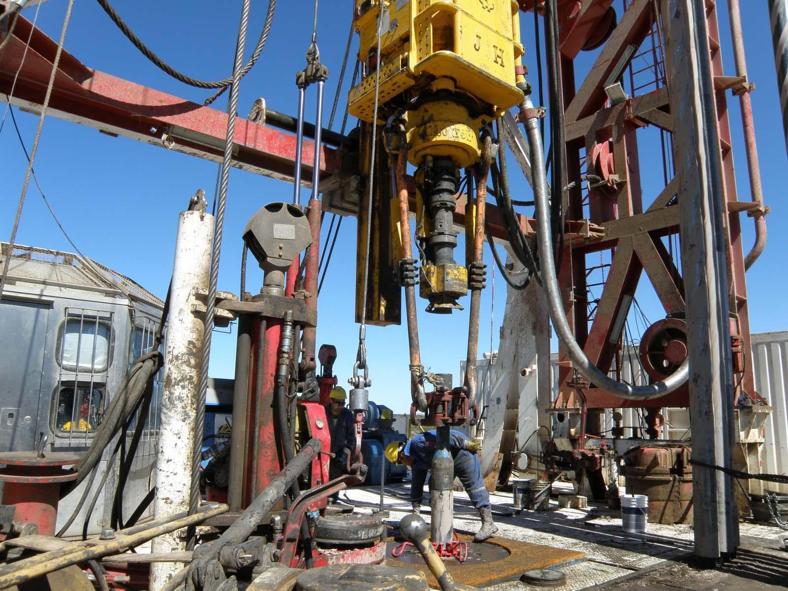 Por los despidos en YPF, petroleros piden ver a Aranguren