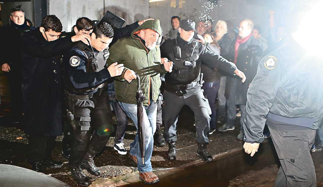 El líder de la patota que atacó a Tiempo Argentino contrata en negro y ataca al gremio