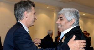 Guiño del adiós: Moyano almorzó con Macri