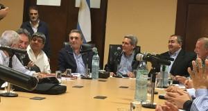 La CGT sale a la arena política, pide reuniones y teje redes con organizaciones sociales