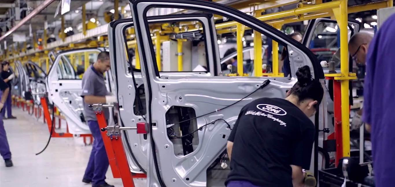 Ford suspendió 300 operarios en Pacheco y avanza en una reducción de personal