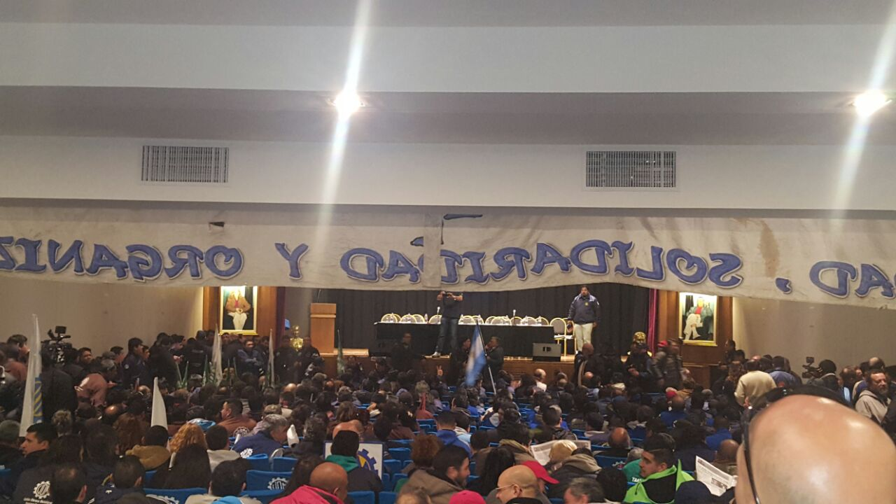 Caló se despidió de la CGT, rodeado de la juventud y con críticas a Macri