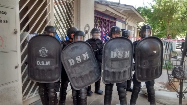 Reprimen una manifestación de estatales en Neuquén y hieren de bala a un trabajador