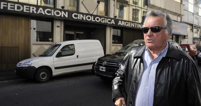 Barrionuevo dice que cerraron más de 2 mil locales, que cayó el salario, pero que hay que aguantar