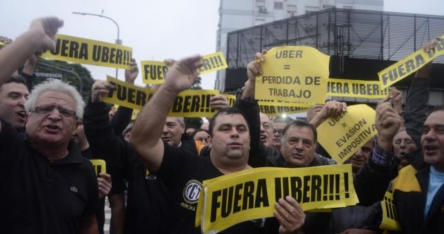 Duro revés para los taxistas: Uber es legal