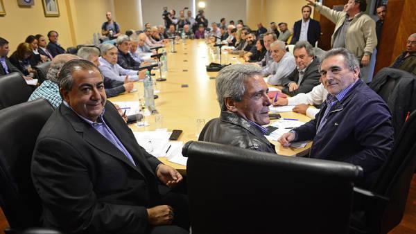 Tras el fuego cruzado por el acuerdo con el gobierno, se vuelve a reunir la cúpula de la CGT