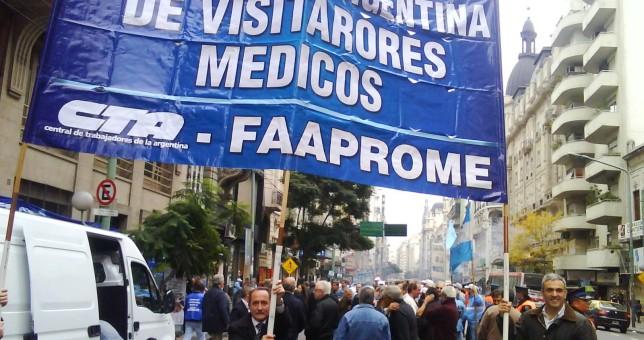 Visitadores médicos intensifican las protestas en los laboratorios por paritarias