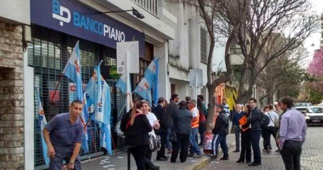 Denuncian discriminación laboral a mujeres en Banco Piano
