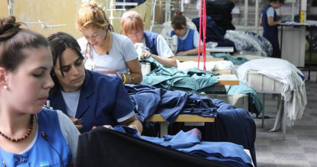 Textiles denuncian más de 5.000 suspensiones y 300 despidos sólo en el último mes