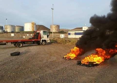 Despidos y bloqueo en yacimientos de PAE en Santa Cruz