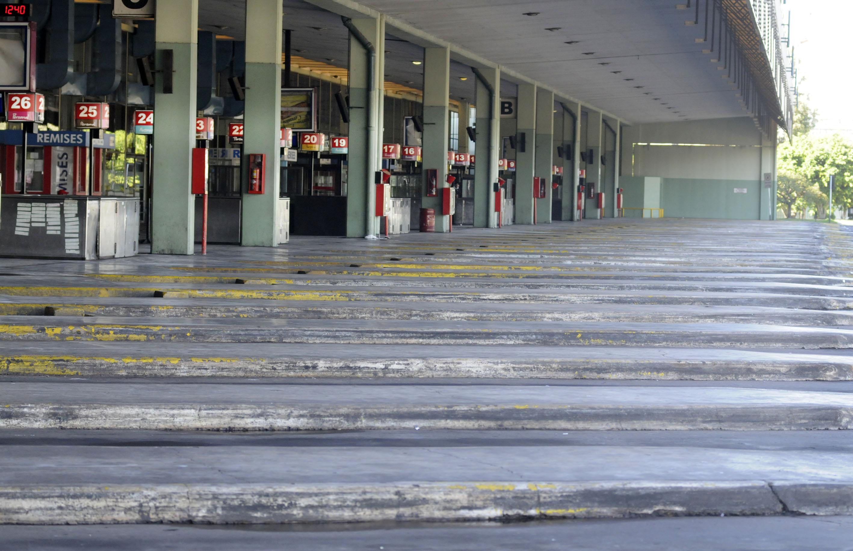 Sin acuerdo salarial y con miles de suspendidos, la UTA anunció un paro nacional de 72 horas de micros de larga distancia