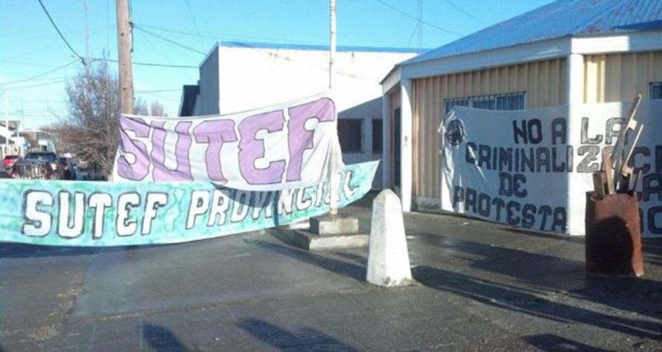 Presentan firmas contra la criminalización de la protesta en Tierra del Fuego