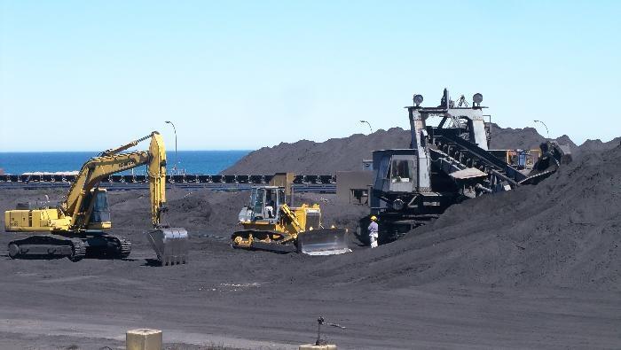 La minera Sierra Grande insiste con 220 despidos y amenazan con quitarle la concesión