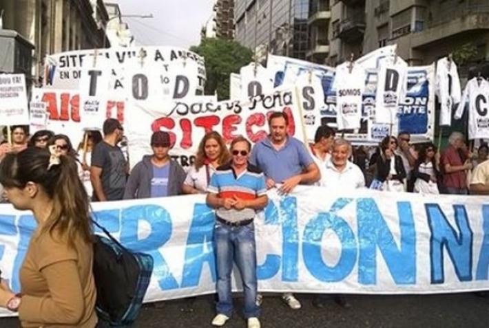 Arranca 2017: primera protesta docente por apertura de paritarias y contra el techo del 18%
