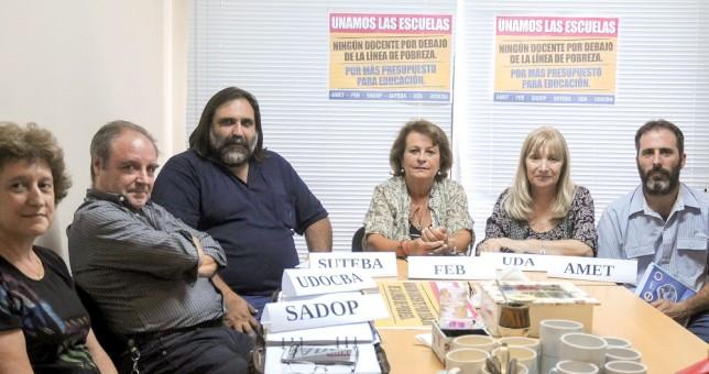 Inédita unidad gremial docente contra Vidal