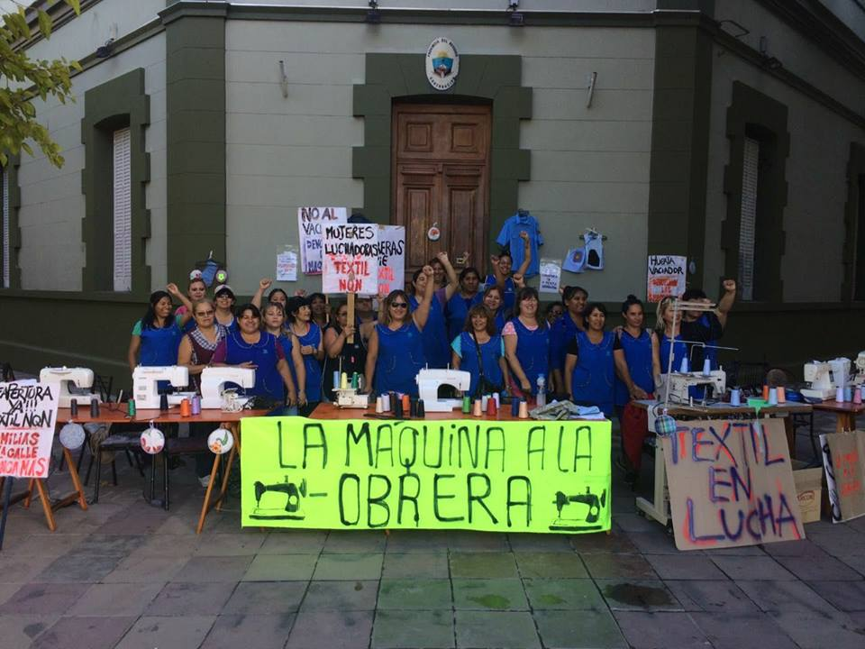 """Maquinazo"" de las obreras de la Textil Neuquén para recuperar sus empleos"