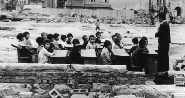 Con una foto de Hiroshima, Macri cargó contra los docentes