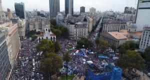 """""""Los maestros, los profesores de la Argentina, no nos arrodillamos"""""""