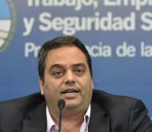 Triaca dice que el gobierno le da respuestas a los trabajadores y que el paro es político
