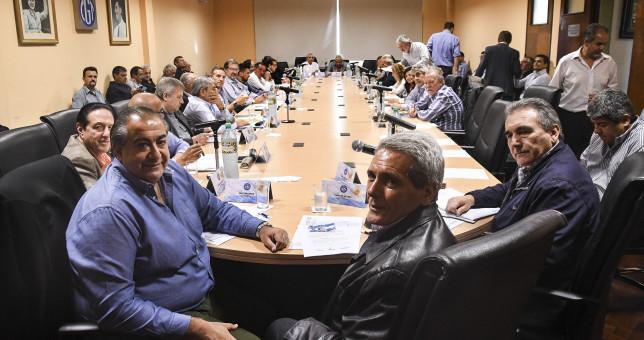 Reunión caliente de la CGT que quedó cerca de la ruptura