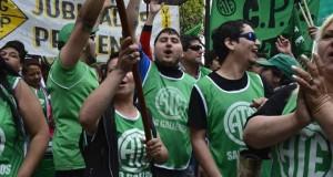 Estatales reclama respuestas de Alicia Kirchner y Macri por la situación en Santa Cruz