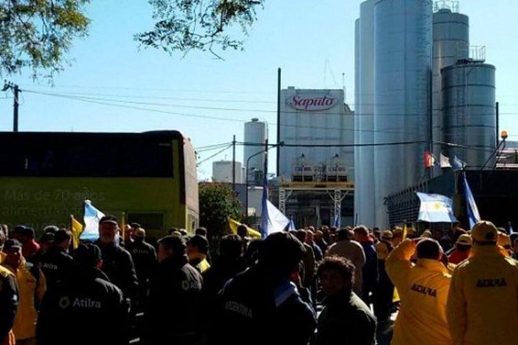 Paro nacional en la industria lechera en reclamo de soluciones para SanCor