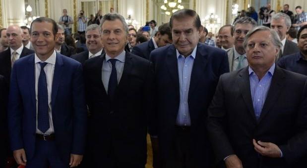 Después de Vaca Muerta y tres viajes con Macri, a Pereyra le abren el negocio de las ART