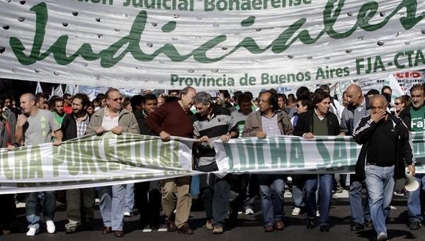 Los judiciales no aflojan y van a otro paro de 48 horas por paritarias en tierra de Vidal