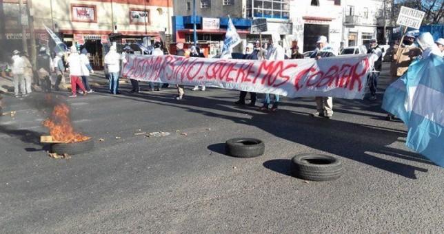 Los 60 obreros resisten el cierre de la harinera Andrés Lagomarsino