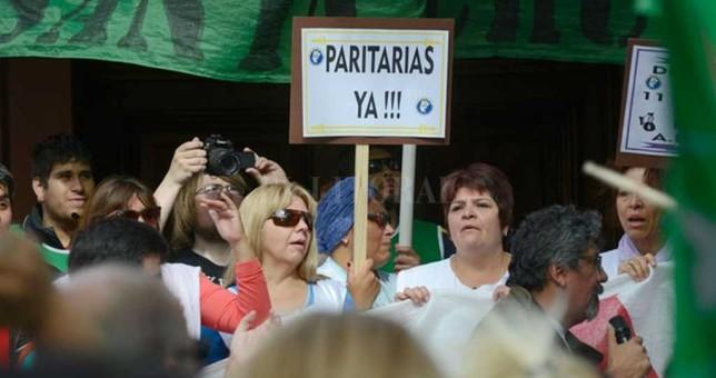 Continúa la huelga docente en Santa Cruz