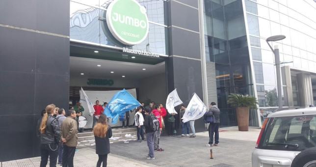 Comercio moviliza a Trabajo contra los despidos en Cencosud
