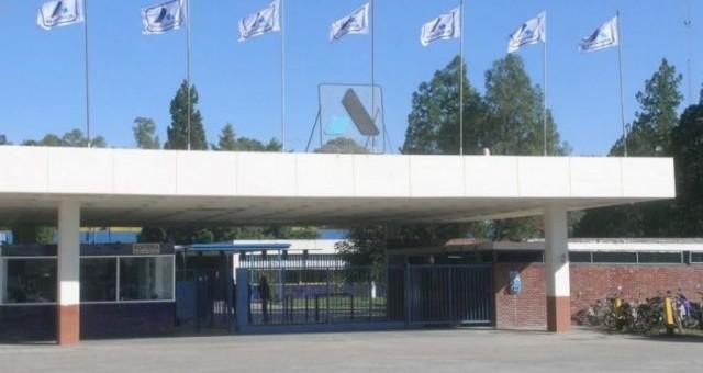 Alpargatas paraliza su producción en Tucumán y licencia a 1.300 obreros