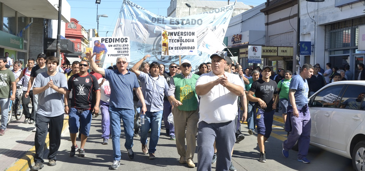 Marchan para reclamar la reactivación del Astillero Río Santiago
