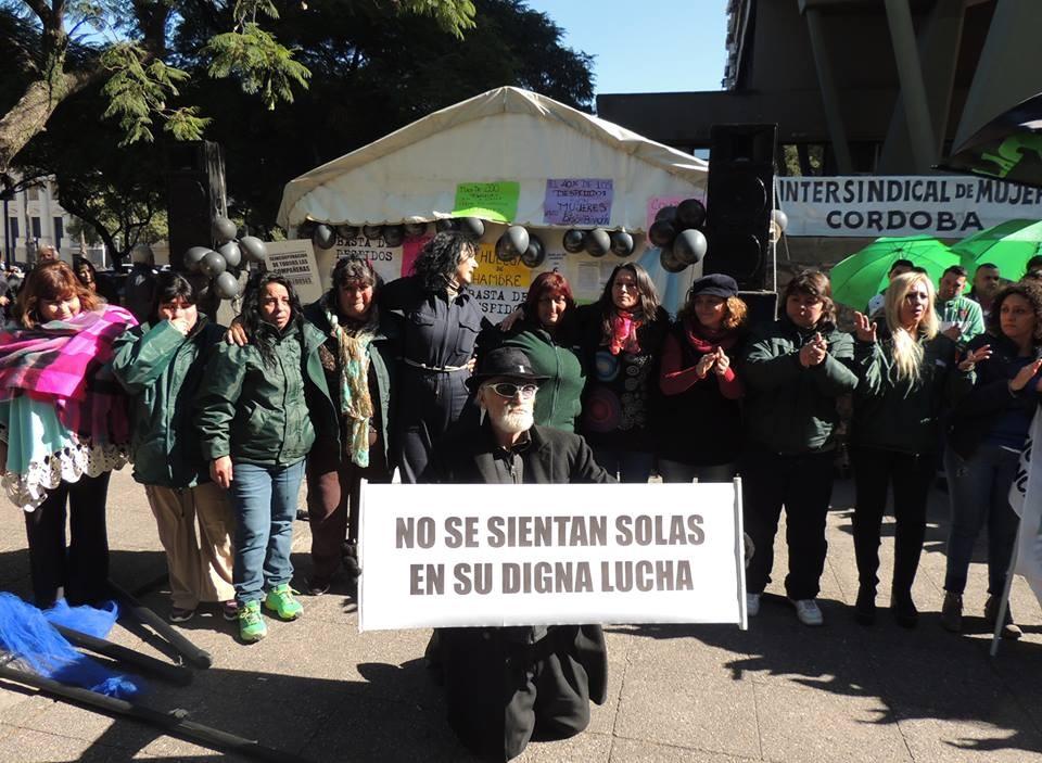 Festival en respaldo a las trolebuseras cordobesas despedidas
