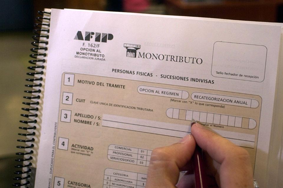 AFIP recategorizará de oficio a monotributistas
