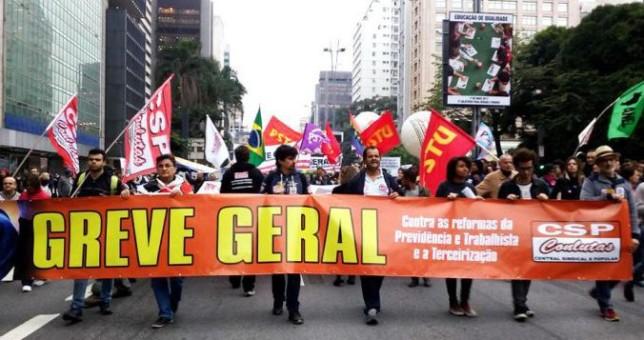 """Advierten sobre una reforma laboral """"por goteo"""" en Argentina"""