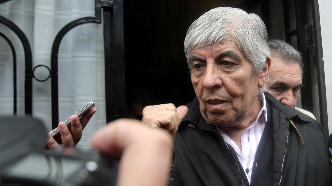 Reaparece Moyano para subir la presión de Camioneros sobre los bancos y el Correo Argentino