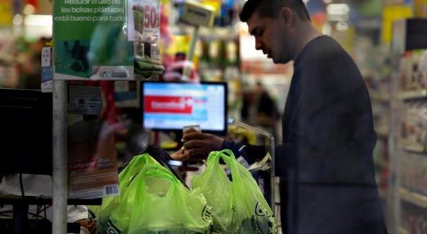 Denuncian al menos 400 despidos luego de que se prohibieran las bolsas plásticas en la Ciudad